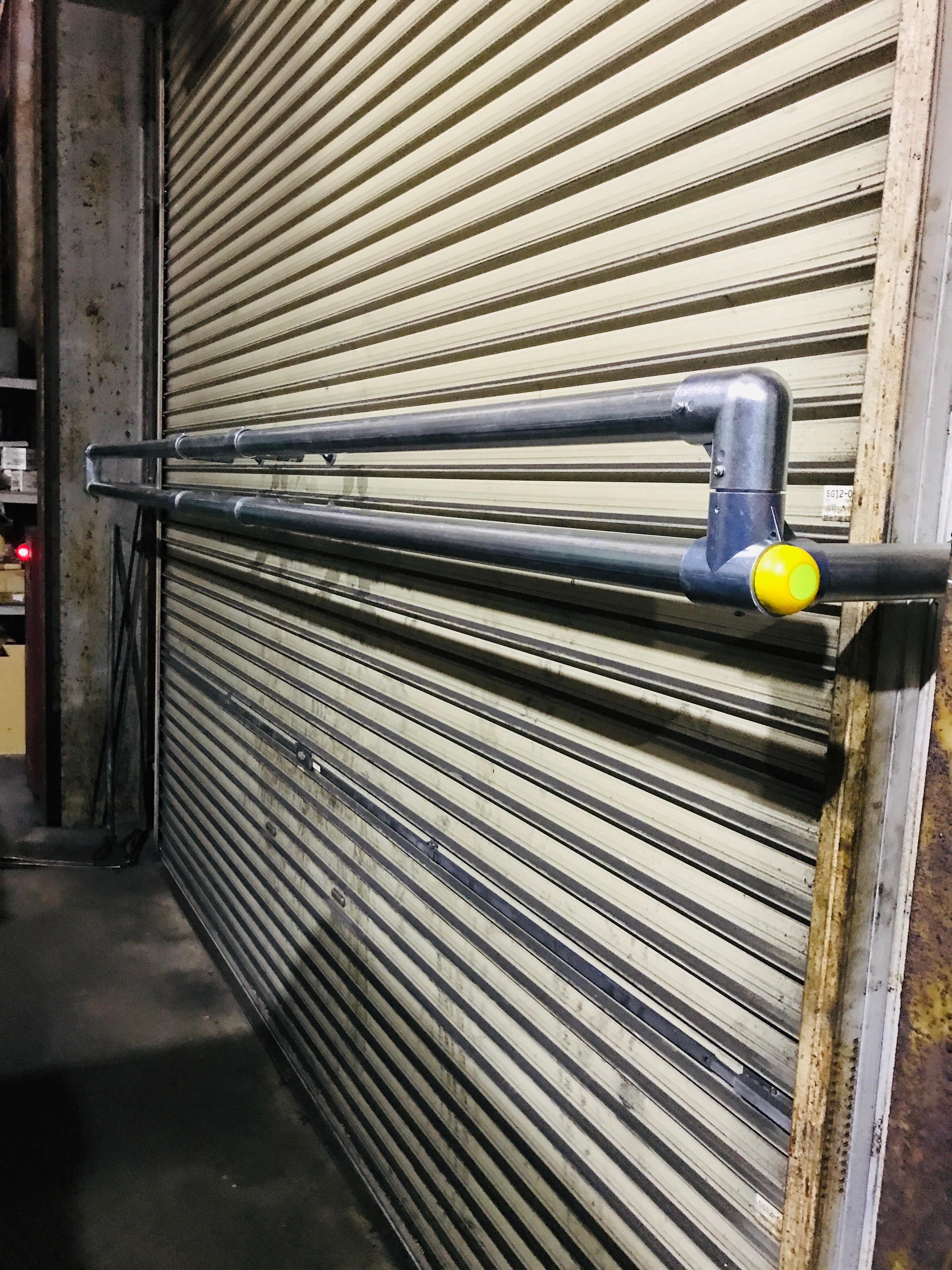 単管パイプでDIY!!台風対策のシャッターガードの作り方。(^_^)v